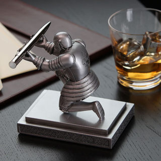 executive-knight-pen-holder-gift-1-320x320